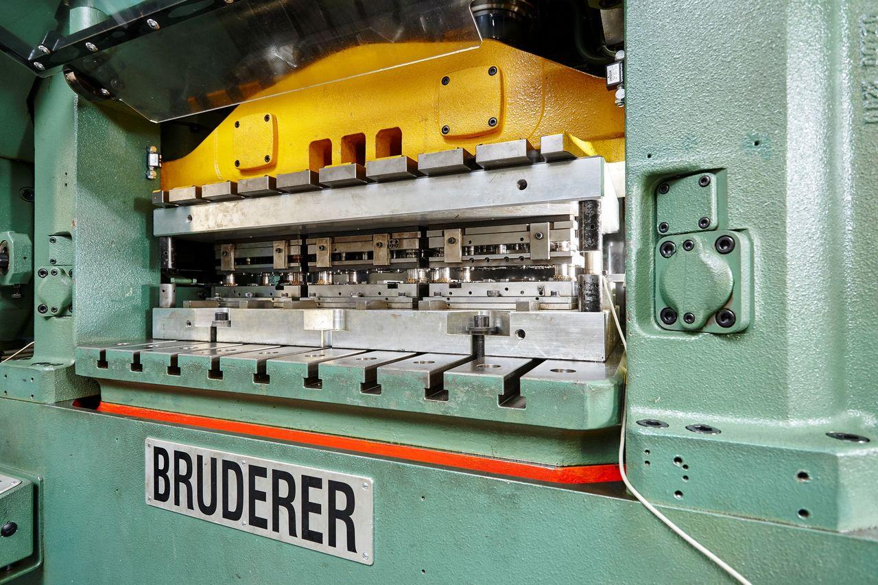 Bild einer Bruderer Schnelläuferpresse mit Werkzeug